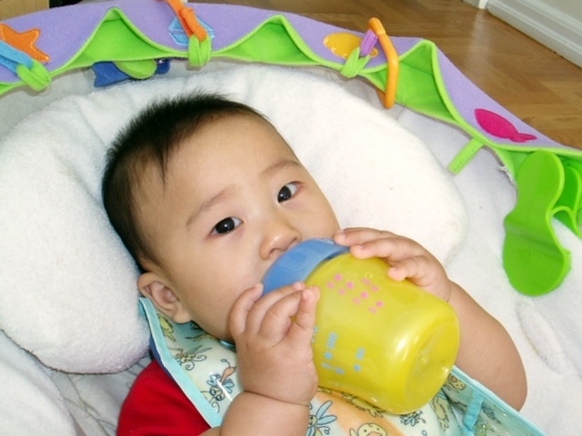 Baby-sippy-cup_Flickr_CC-BY-NC-ND-2.0_mikenan1